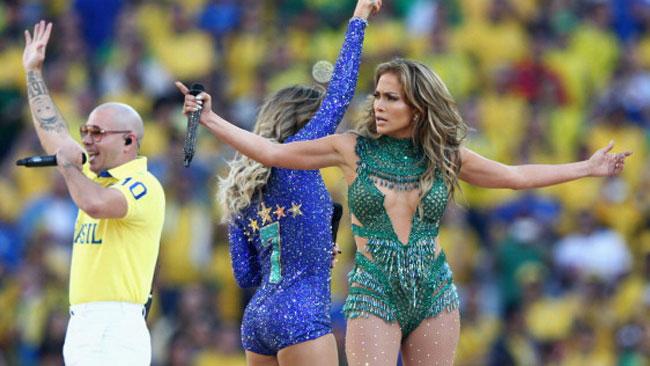 Pitbull, JLo y Claudia Leitte en el espectáculo musical que dio arranque al Mundial