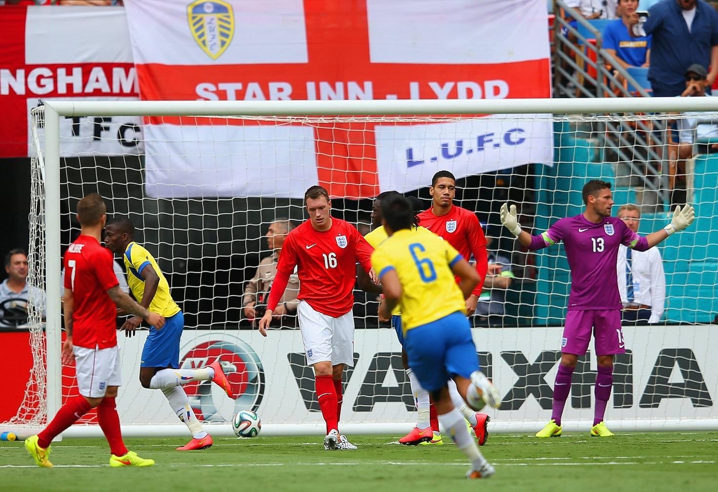 Ecuador empató 2-2 ante Inglaterra y ahora piensa en Suiza